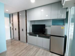 For SaleCondoBang Sue, Wong Sawang : Condo Regent Home Bang Son 28 size 28 sqm. Building B, 12th floor, price 1.55 million, next to the mrt, some hidden new rooms, built in the whole room. Open view with tenants