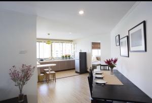 For RentCondoSukhumvit, Asoke, Thonglor : Condo for rent at Beverly Tower Sukhumvit 11, near BTS Nana. 2 bedrooms, 2 bathrooms
