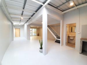 For SaleTownhouseOnnut, Udomsuk : Urgent sale !! 2-storey townhouse, renovated the whole house, Soi Just Me 50, near BTS Bang Chak, just 10 minutes.