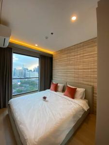 """เช่าคอนโดพระราม 9 เพชรบุรีตัดใหม่ : 🔥 ให้เช่า """" Lumpini Suite เพชรบุรี-มักกะสัน """" ห้อง 2 Bed 45 ตรม. ราคาดีมาก(ต่อรองได้) 🔥 แต่งสวยมาก!! พร้อมเข้าอยู่ ติดต่อ line id: @arunestate"""