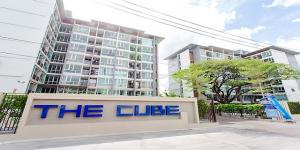 For RentCondoRamkhamhaeng, Hua Mak : Line ID : @condobkk (with @ too) The Cube Ramkhamhaeng is ready to move in, 28 sqm. Prices start at 8500 baht.