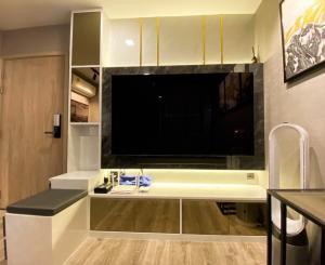 For SaleCondoRatchadapisek, Huaikwang, Suttisan : 🔥 Urgent‼ Loss sale, very beautiful room 😍✅ Fully furnished, free furniture