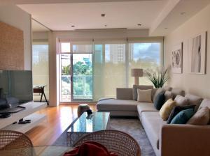 For RentCondoWongwianyai, Charoennakor : A.D - Condo For Rent  Swimmimg pool and River view The River condo Charoen Nakhon 2 bed 1 living room 3 bath 137 sq.m. BTS Saphan  Taksin