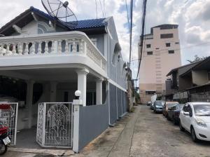 For RentTownhouseRatchadapisek, Huaikwang, Suttisan : Townhouse for rent second hand. Soi Sitthipanya Sutthisan Winitchai Road