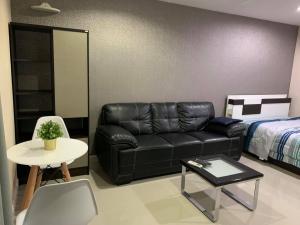 For RentCondoOnnut, Udomsuk : Condo Regent Home 14 Sukhumvit 93 has a washing machine in the room.