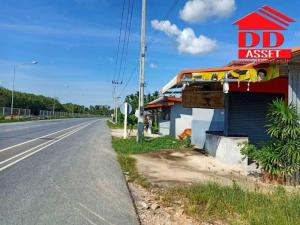 For SaleHouseNakhon Si Thammarat : House for sale with beautiful land, 378 square wa, next to the road, near Central Nakhon Si Thammarat. The road along the mango railway throughout is suitable for making a room.