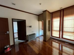 For RentHouseRatchathewi,Phayathai : 4.5 storey detached house for rent in Ratchathewi area Near BTS Ratchathewi, BTS Phaya Thai, near Ratchathewi intersection Suitable for home office.