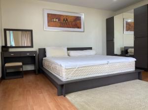 For SaleCondoSapankwai,Jatujak : Lumpini Ville Phahol - Suthisarn / 2 Bedrooms (FOR SALE), Lumpini Ville Phahol-Suthisan / 2 bedrooms (for sale) Jik317.