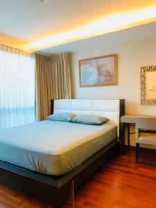 For RentCondoSukhumvit, Asoke, Thonglor : For rent, The Address Sukhumvit 61, 2 bedrooms, 2 bathrooms, 66 sq m. 44,000 baht / month, contact V (owner) 081-6111954.