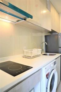 For RentCondoRama9, RCA, Petchaburi : Condo for rent Life Asoke 29th floor AOL-2102003376.
