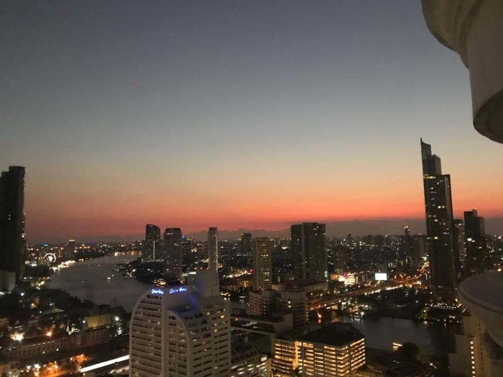 เช่าคอนโดสีลม ศาลาแดง บางรัก : Condo in heart of Silom for rent : 1 bedroom for 68 sqm. River View from the terrace , high floor on 33rd floor.With nice and fully furnished and electrical appliances.Just 840 m. to Surasak Rd., and Bangkok Medical Coll