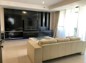 For RentCondoSukhumvit, Asoke, Thonglor : Hi-rise condo near BTS Asoke and MRT Sukhumvit just 200 m. for rent : 1 big bedroom 2 bathrooms with bathtub and Whirlpool bathtub for 141 sqm. on 18th floor Terminal 21 View.With fully furnished and electrical appliance