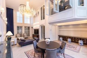 ขายบ้านสุขุมวิท อโศก ทองหล่อ : Selling  : Luxury Townhome in Thonglor