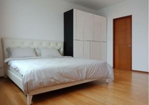 For RentCondoWongwianyai, Charoennakor : !! Beautiful room for rent at Villa Sathorn (Villa Sathorn) near BTS Krung Thon Buri.