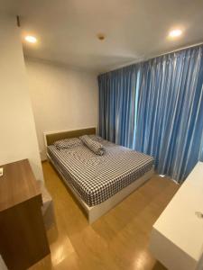 For RentCondoPha Nakorn, Yaowarat : Condo for rent, The Prague Condo, big room, Bobae 30000 / month.