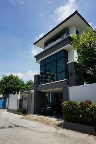 For SaleHouseRatchadapisek, Huaikwang, Suttisan : ขายบ้านเดี่ยว3ชั้น ย่านรัชดา ซอย3 พร้อมOfficeใกล้ MRT พระราม 9