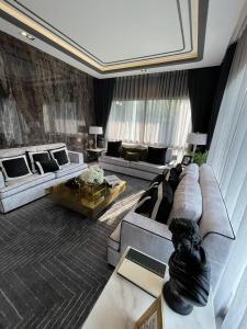 For SaleHouseRamkhamhaeng Nida, Seri Thai : Sale: House Luxury House 5 Bed 5 Bath 4 Parking lot In Sari Thai