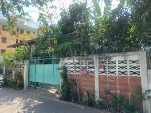 For SaleLandOnnut, Udomsuk : Super cheap !! Land and buildings for sale, Soi Sukhumvit 66/1, near BTS Udomsuk, near Bangna intersection, near Bangna expressway.