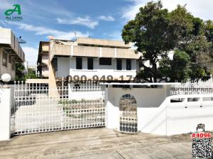 For RentHouseRama9, RCA, Petchaburi : Rent a large single house, a lot of usable space Suitable for office or company opening, Soi Pridi Banomyong