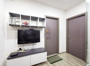 For SaleCondoKhon Kaen : Urgent sale, The Base Height Mittraphap - Khon Kaen, beautiful room with furniture Close to Central Plaza Khon Kaen Only 2.2 MB, 1 bedroom, 29 sq.m., contact 08-2328-2959