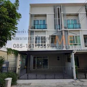 For SaleTownhousePattanakan, Srinakarin : Urgent sale, townhome / home office, behind the corner, 3 floors, built-in beautiful Pattanakarn-On Nut, good price, convenient transportation, near BTS On Nut