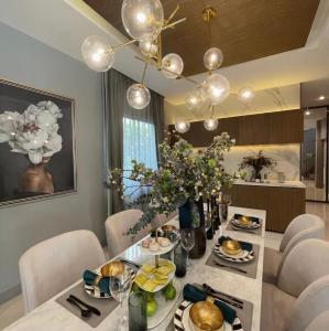 For SaleHouseRamkhamhaeng Nida, Seri Thai : Selling: Luxury House Serithai Ladprao, 4 Bath 4 Parking lot In Sari Thai, 324 sqm, 97.9 sqw, 3 parking lot