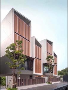 ขายบ้านสุขุมวิท อโศก ทองหล่อ : Selling  : Luxury Townhome In Ekamai with Private Lift , Sukhumvit 65 , 3-4 Floors , 4 Bed 5 Bath , 400 sqw ,