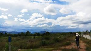ขายที่ดินราชบุรี : ที่ดินสวนผึ้งขนาด 53ไร่ 1งาน 9ตรว เป็นที่สูง น้ำไม่ท่วม ที่ดินติดภูเขา บรรยากาศดี ติดถนนรอบภูเขายาว มีขุดบ่อลูกรังไว้