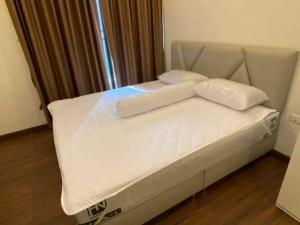 For RentCondoSathorn, Narathiwat : Supalai Elite Sathorn-Suanplu, 11th floor, spacious room opposite Soi Convent.