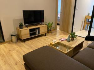 For RentCondoPinklao, Charansanitwong : Condo for rent Brix Condo Charan 64 near Sanghi Bridge, high floor, fully furnished
