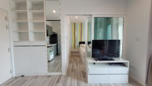ขายคอนโดแจ้งวัฒนะ เมืองทอง : ขายด่วนคอนโด The Key แจ้งวัฒนะ ชั้น 20 ห้องขนาด 36.06 ตรม. มี ระเบียง 2 ด้าน เฟอร์ครบ + built-in สภาพใหม่ เจ้าของขายเอง