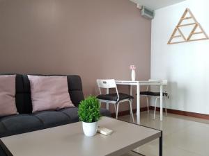 For RentCondoRatchadapisek, Huaikwang, Suttisan : N6253: New room for rent ivy ratchada big room.