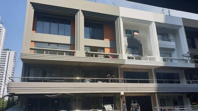 เช่าตึกแถว อาคารพาณิชย์นานา : ให้เช่าอาคารพาณิชย์5ชั้น มีลิฟท์แต่ต้องทำใหม่ ย่านเอกมัย ทองหล่อ ใกล้ห้างดองกิ