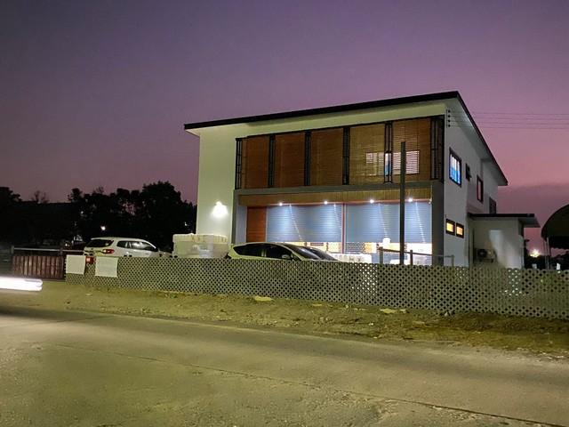 เช่าตึกแถว อาคารพาณิชย์รัตนาธิเบศร์ สนามบินน้ำ พระนั่งเกล้า : ให้เช่าอาคารพาณิชย์ 2ชั้นพร้อมโกดังย่านนนทบุรี ปากเกร็ด เหมาะทำโฮมออฟฟิศและโชว์รูม