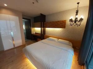 For RentCondoRatchadapisek, Huaikwang, Suttisan : LB80071 Condo for rent RHYTHM Ratchada // next to MRT Ratchadaphisek