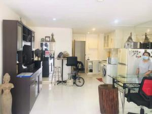 For SaleCondoSilom, Saladaeng, Bangrak : Sale with tenant Greenpoint silom, fully furnished, 2 bedrooms, 2 bathrooms best location, good price Only 6.5 million baht Free transfer fee! Foreigner quota near BTS Saladaeng (Silom)