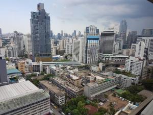 For RentCondoNana, North Nana,Sukhumvit13, Soi Nana : Spacious 1 bed 80sqm  high floor for rent at Sukhumvit Suite Soi13