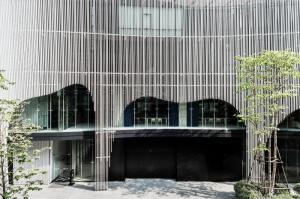 เช่าคอนโดวิทยุ ชิดลม หลังสวน : 2ห้องนอน 2ห้องน้ำ 84 ตารางเมตร ! ห้องราคาดีที่สุด ห้องใหม่ ตกแต่งสวย เฟอร์ครบ @ Noble Ploenchit เพียง 60,000 บาท โทร 0825425536 เบศ