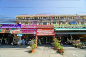 For SaleShophouseAyutthaya : Selling 1 commercial building on Rojana Road, size 3 and a half, 24.5 sq m, usable area 238 sq m. Suitable for business and residence.