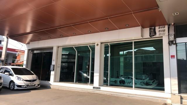 เช่าตึกแถว อาคารพาณิชย์เกษตร นวมินทร์ ลาดปลาเค้า : ให้เช่าอาคารพาณิชย์ 3คูหา ย่านรามอินทรา ใกล้แฟชั่นไอส์แลนด์ ริมถนนรามอินทราทำโชว์รูม