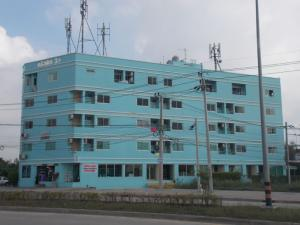 For RentOfficePattanakan, Srinakarin : Available room, office, 1st floor Crystal View Building Apartment on new development road, convenient, safe, cheap rental price