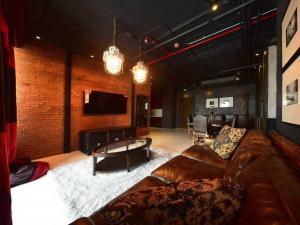 For SaleCondoSukhumvit, Asoke, Thonglor : Penthouse Condo for sale Aguston Sukhumvit 22 Loft Decoration size 137 Sq.m 3 bed 3 bath only 27 MB !!! Pet friendly rent 100k / month
