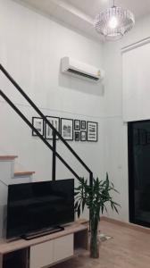 For RentCondoRattanathibet, Sanambinna : Knightbridge Condo, Tiwanon, Duplex, 2 floors, bedroom divider, beautiful view, high floor, complete electrical appliances 14,000 / month