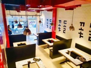 เช่าพื้นที่ขายของอ่อนนุช อุดมสุข : ให้เช่าตึก 5 ชั้น ติดถนนสุขุมวิท ทำร้านปิ้งย่าง & ชาบู ร้านตกแต่งสวย เพียง 200 เมตรจาก btsพระโขนง