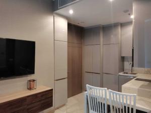 เช่าคอนโดพระราม 9 เพชรบุรีตัดใหม่ : For rent The Esse at singha complex 1bed 35sqm. high floor, best price 20000 THB