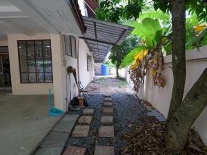 เช่าบ้านนครปฐม พุทธมณฑล ศาลายา : ให้เช่าบ้านเดี่ยว อยู่ใกล้ตลาดกรีนวิวส์ พุทธมณฑลสาย 2