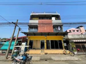For SaleShophousePattanakan, Srinakarin : The return to focus on 300,000 baht per year !!! Building sales with tenants prosperity district. Near Srinakarin-Romklao Road. Urgent !!