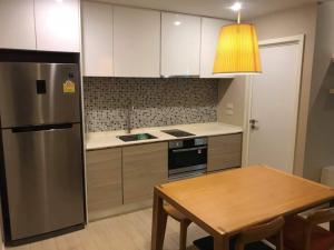 For RentCondoSukhumvit, Asoke, Thonglor : Condo for rent The Room Sukhumvit 21 near Asoke BTS station