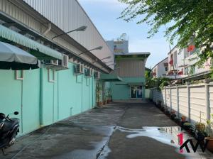 For RentFactoryPattanakan, Srinakarin : C1S075 - Factory for rent near Seacon Square, area 375 sq m, 50,000 baht per month.