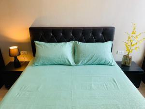 For RentCondoOnnut, Udomsuk : For rent, Rhythm Sukhumvit 44/1, size 36 sqm., Good view, 1 bedroom, 1 bathroom, 24,000 baht / month, contact V (owner) 081-6111954.